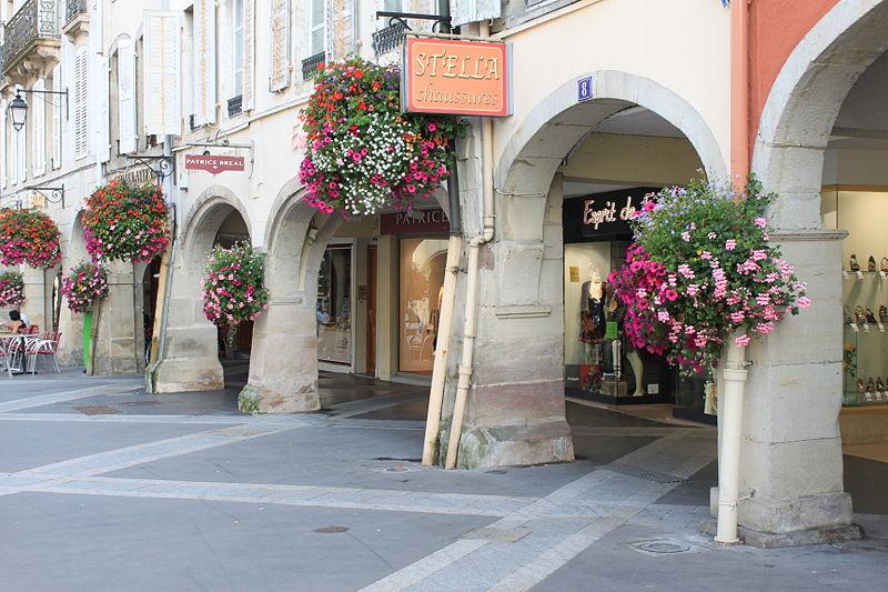 1365097006_Arcades_rue_Charles_de_Gaulle
