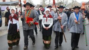 86725-1418748391-la-foire-aux-andouilles-une-tradition-moyenageuse-dans-les-vosges_640
